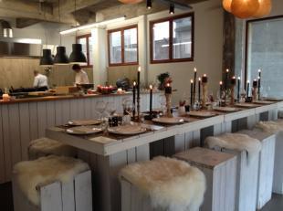 Over te nemen : catering / traiteur / restaurant / horecazaak op fantastische locatie op het Eilandje te Antwerpen . <br /> Prachtige hoekligging !!!<