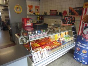 Te koop met eigendom : cateringzaak , frituur met restaurant in de regio Aalst . Gelegen op een drukke baan .<br />  Zaak bestaat reeds 27 jaar waaron