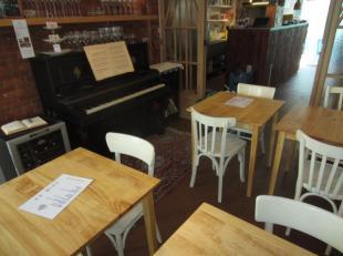 Over te nemen : een super gezellig restaurantje met plaats voor een 28 personen te Antwerpen - Centrum . Goed onderhouden zaak gelegen vlakbij de Grot