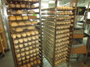 Over te nemen : zeer goed draaiende broodjeszaak / lunch & take out te Antwerpen / Merksem . Hoge omzetcijfers ! Zaak met mooie hoekligging die ge