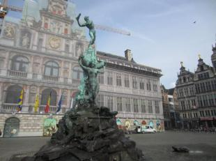 Over te nemen : taverne - brasserie - restaurant met kleine woonst op AAA - TOPLOCATIE in het historisch gedeelte van Antwerpen - Centrum . <br /> Gel