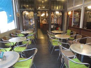 Over te nemen : café op AAA - TOPLOCATIE in het historisch gedeelte te Antwerpen - Centrum met mogelijkheid tot woonst . <br /> Zaak is gelegen