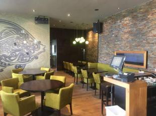 Over te nemen : zeer recent gerenoveerde brasserie / taverne / lounge bar op zeer goede locatie te Antwerpen Linkeroever .<br />  Gelegen naast een mi
