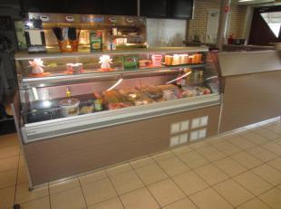 Over te nemen : zeer goed draaiende frituur met mooie omzetcijfers in de regio Dendermonde / Lebbeke .<br />  Gelegen in een woonwijk .<br />  Zaak me