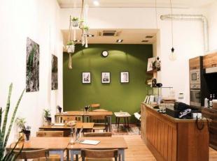Over te nemen: Gezellige koffiebar / lunchzaak op zeer goede en prachtige locatie te Antwerpen - Centrum .<br />  Gelegen in een modebewuste en drukke