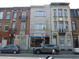 Merksem Oudebareellei 51: Opbrengsteigendom bestaande uit handelsgelijkvloers en duplex-appartement op 1° en 2° verdieping. Deze woning is in