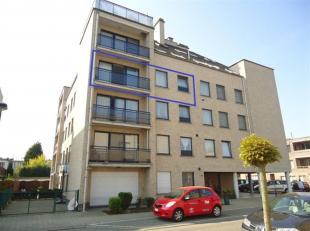 Dit instapklare en moderne appartement met lift is gelegen op de derde verdieping. Het bevindt zich vlakbij grote invalswegen, Wijnegem Shopping Cente