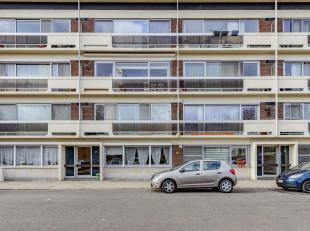 In een zeer rustige en kindvriendelijke wijk (Centrum) vinden we dit ruime appartement op de derde verdieping. Gelegen vlak bij het bruisende centrum