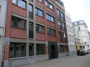 De residentie Falco is gelegen op loopafstand van deUA stadscampus, de mode-academie ende industriële hogeschool AP. Gelijkvloerse instapklare st