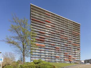 We treffen dit gezellig appartement in het bruisende centrum van Wilrijk, vlakbij winkels, openbaar vervoer, sportfaciliteiten, restaurants, scholen e
