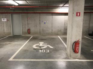 Zeer gunstig gelegen ondergrondse autostaanplaats (- 2) onder de torens van project Kattendijkdok-Westkaai, vlakbij het eilandje. Dit met nummer P103.
