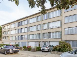 """Instapklaar 3 slpk appartement in een rustige straat in Deurne.<br /> Op wandelafstand van de tram en bus. Alsook park """"Rivierenhof"""", supermarkten en"""