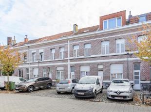 """In het bruisende en centraal gelegen Kiel, bevindt zich deze instapklare woning in het oude """"Gabriëllasteegje"""". Dit is een zeer unieke steek waar"""