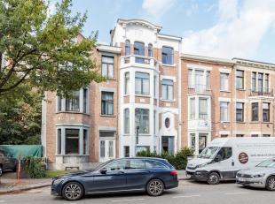 Prachtig gerenoveerd appartement in authentieke woning<br /> Van zodra u de Jan Moorkensstraat inslaat valt de woning direct op door zijn charmante ge