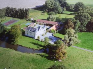 Het 19de eeuwse kasteel van Hérinnes, omringd door een prachtig park met vijvers  op ± 10 ha , is zeer rustig  gelegen in een oase van g