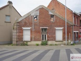 Volledig te renoveren of nieuw te bouwen woning, centraal gelegen, op wandelafstand van de markt. Stedenbouwkundige inlichtingen te verkrijgen via kan