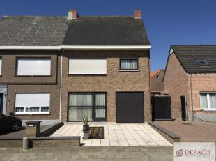 Centraal gelegen woning, in perfecte staat, bestaat uit inkomhal, woonkamer, keuken veranda, wasplaats/berging, aparte doucheruimte, twee slaapkamers,