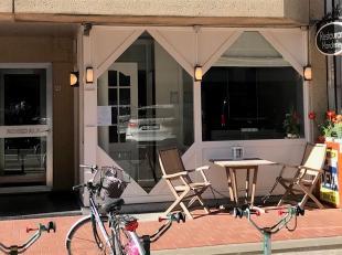 Goed gelegen handelsruimte in de Zandstraat, tussen het Driehoeksplein en de Zeedijk. Het handeslgelijkvloers wordt sinds 1995 uitgebaat als restauran