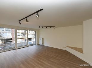 Appartement non meublé luminieux situé au calme et localisation centrale au Paul Parmentierlaan, consistant en entrée, nouvelle c
