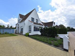 Alleenstaande villa in typische Knokke-stijl, recent gerenoveerd en uitstekend gelegen vlakbij het strand en aan de rand van het duinenpark (Park '58)