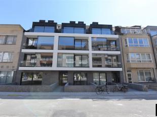 Nieuwbouw duplex-appartement (102m²) met ruim terras, op een rustige ligging nabij het centrum van Knokke. Garagebox mogelijk in het gebouw.<br /