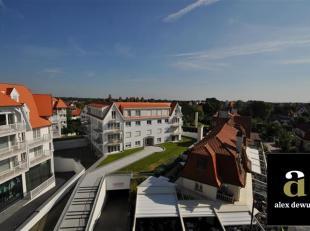 Ruim, te renoveren appartement in de Kustlaan tussen het Driehoeksplein en het Albertplein, ideaal gelegen vlakbij strand en de Golf en te midden van