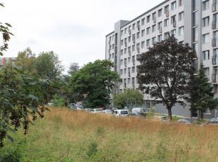 Mooi appartement van 65m² vlakbij het centrum en het station van Leuven. Het appartement is gelegen op de 1e verdieping in een gebouw met 82 appa