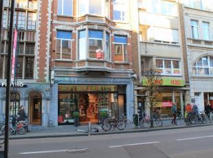 Mooi appartement van circa 82m² aan de winkelstraat Bondgenotelaan en nabij het station van Leuven. Het appartement is gelegen op de 1e verdiepin