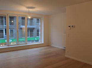 Mooi nieuwbouw appartement met 2 slaapkamers en terras. Het appartement is gelegen in het hartje van de stad, op wandelafstand van het station en bush