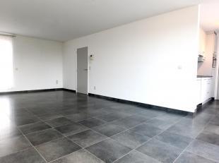 Prachtig dakappartement met 2 slaapkamers, ondergrondse parking en separate berging vlakbij hartje Hasselt. Het appartement is afgewerkt met duurzame