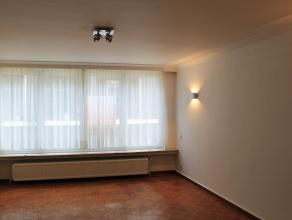 Mooi en verzorgd appartement met lift. Oppervlakte van circa 75m² met veel lichtinval en 2 slaapkamers. Het is gelegen op de 3de verdieping in ee