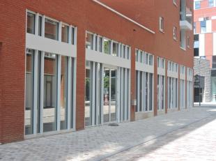 Nieuwe kantoorruimte te koop van 278m² met optioneel 2 ondergrondse parkeerplaatsen. Gelegen aan de Vaartkom in Leuven. De ruimte is deels afgewe