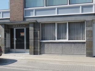Klein appartement op het gelijksvloer, met een uitstekende ligging; op wandelafstand naar de Brugse binnenstad en ook een vlotte ontsluiting naar de b
