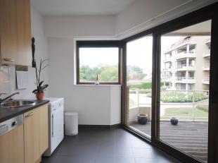 Ruim appartement met 2 terrassen gelegen op deeersteverdieping in parkdomein Nachtegalenhof.<br /> Inkomhal (8m²) met veiligheidsdeur en ingemaak