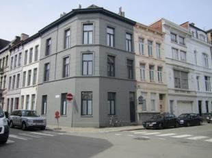 Goed gelegen en instapklaar, appartement op de hoek van de Sanderusstraat met de Damhouderestraat, 2 slaapkamers. <br /> Vlak bij de Anselmostraat (ou