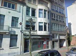 Goed gelegen ruim appartement op de eerste verdieping. <br /> Vlak bij de Jan Van Rijswijcklaan met diverse winkels en supermarkten in de omgeving en