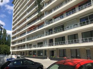 Goed gelegen appartement van 125 m², op de derde verdieping, in de omgeving van Pulhof in Berchem met tal van winkels en supermarkten op wandelaf