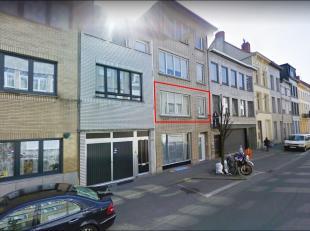 Dit 2 slaapkamer appartement van 75 m² is gelegen in de Kerkstraat, zijstraat van de Turnhoutsebaan, op eerste verdieping van een kleinschalig ge
