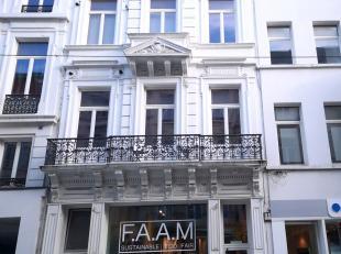 Instapklaar ruim 2 slaapkamer-appartement van ca. 95m² gelegen  in het centrum van Antwerpen, in een kleinschalig gebouw, op de 2 de verdieping.