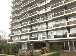 Gunstig gelegen appartement te Berchem in de buurt Pulhof. op de 4de verdieping, 86m² met inpandige ruime garagebox van 18m² op niveau -1. V
