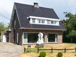 Deze woning gelegen aan de stadsrand van Lier biedt tal van mogelijkheden !<br /> Op de gelijkvloerse verdieping vinden we een zeer ruime woonkamer me