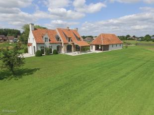 Exclusieve Villa op +/- 7000 m2, rustig gelegen met een prachtig uitzicht naar omliggende weilanden.<br /> Deze milieuvriendelijke Een energiezuinige