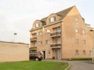 In een ontzettend rustige straat aan de Lierse stadsrand, vind je dit appartement met veel lichtinval en 2 terrassen, bereikbaar via trap of lift.<br