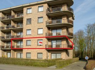 Rustig wonen aan het groen, maar toch midden in het centrum? Dan is dit uitzonderlijk ruim appartement met 3 slaapkamers, 2 terrassen en ondergrondse