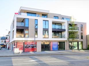 Deze omvangrijke commerciële ruimte met grote etalages is bijzonder goed gelegen in het midden van het centrum van Putte.<br /> De commercië