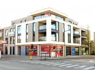 Commerciële ruimte op toplocatie pal in het centrum van Putte!<br /> Deze omvangrijke commerciële ruimte met grote etalages is bijzonder goe
