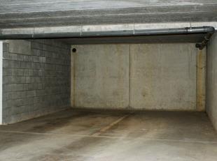Nieuwe ondergrondse autostaanplaatsen te koop.<br /> Centraal gelegen aan de Ring, vlak aan de hypersupermarkt ed. <br /> Onmiddelijk beschikbaar.<br
