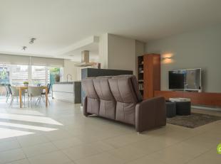 Dit prachtig en groot gelijkvloers appartement is gelegen op de Bessemerstraat 107/1 in Lanaken. Met het gemeentehuis van Lanaken op slechts 500 meter