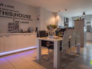 Dit mooi en ruim duplex appartement is gelegen op de Bessemerstraat 107/1.1 in Lanaken. Met het gemeentehuis van Lanaken op slechts 500 meter bevinden