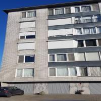 Epc 173 !!! opp 75m2, 2de verdieping , gebouw met lift,<br /> Hall ruime woonkamer, keuken met balkon, badkamer en 2 slaapkamers. kelder en garagebox